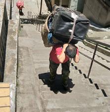 提供家庭袋子箱子上楼服务